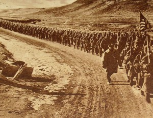 American_troops_walking_along_a_road_during_World_War_I